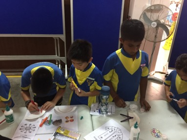 Pupils create the simple and traditional fans from paper plates and ice cream sticks.jpg